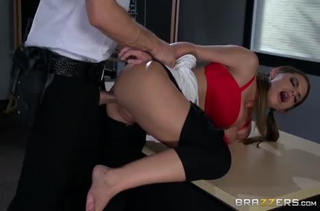 Охранник поймал грудастую Brooklyn Chase и трахнул ее #4
