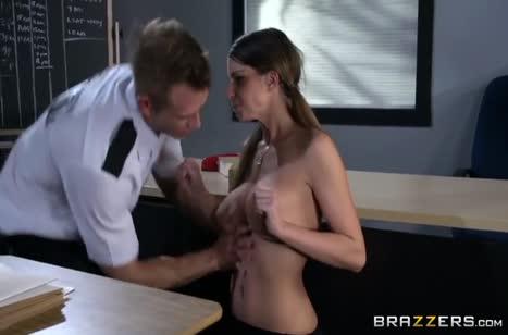 Охранник поймал грудастую Brooklyn Chase и трахнул ее #5