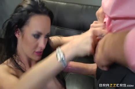 Добрая коллега с удовольствием занялась сексом на работе #2
