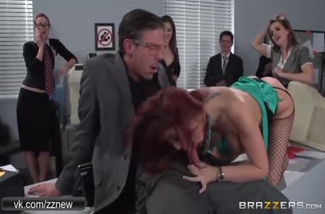 На корпоративной вечеринке мужик трахнул коллегу при всех #2