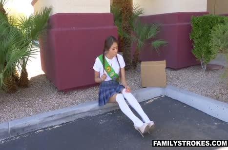 Молодая Samantha Parker дала взрослому соседу