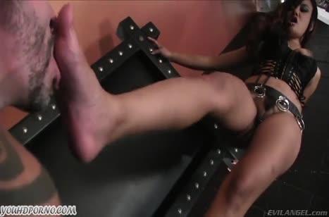 Властная госпожа азиатка заставила мужика делать кунилингус #6