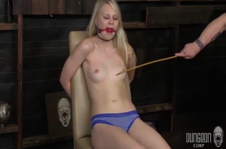 Lily Rader с кляпом во рту изнывает от вибратора в киске #2