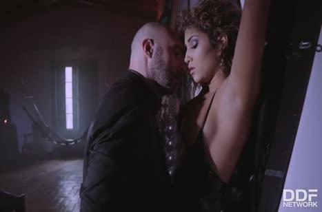 Сексуальная Venus Afrodita поучаствовала в БДСМ извращениях #2