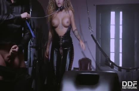 Сексуальная Venus Afrodita поучаствовала в БДСМ извращениях #4