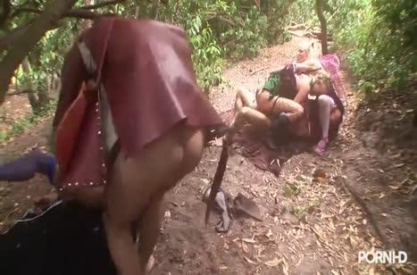 Пошлые девочки прямо в лесу страстно трахаются во все дырки #5
