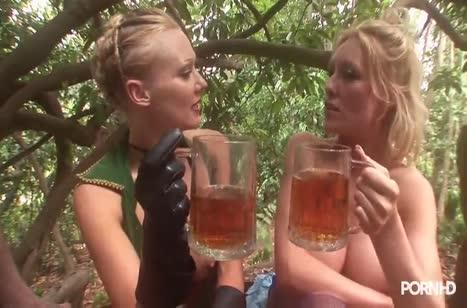 Пошлые девочки прямо в лесу страстно трахаются во все дырки #6