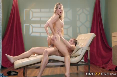 Горячая блондинка Nicole Aniston любит порно на большом члене #4