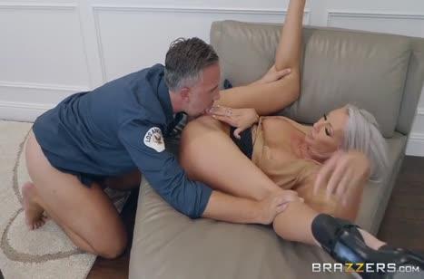 Emma Starr отдалась начальнику охраны на секс обыск #4