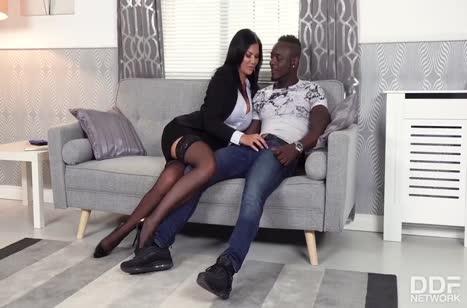 Черный мужик порадовал грудастую мамку Jasmine Jae размером #2