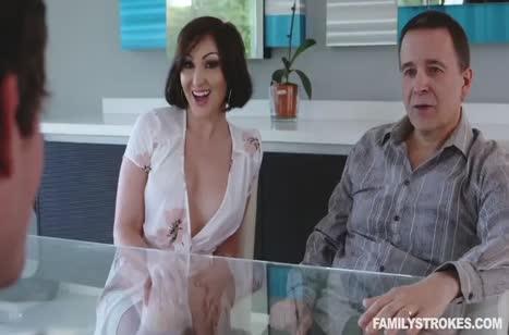 Красивая Yasmin Scott ласково дрючится с мужем #1