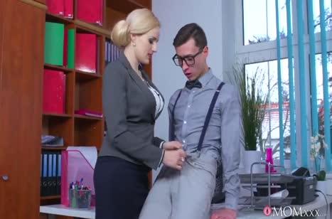 Слюнтяй умудрился раскрутить на секс гламурную Angel Wicky #2