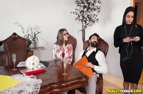 После презентации бородатый поц посадил на кукан Lena Paul #2