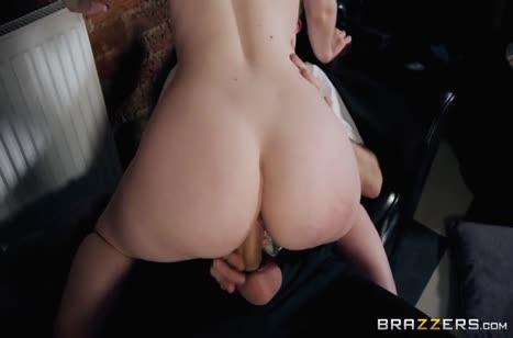 Жопастая гостья делает минет и резво прыгает на пенисе #3