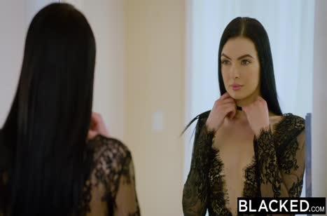 Большой черный пенис довел красивую брюнетку до оргазма