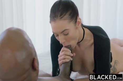 Большой черный пенис довел красивую брюнетку до оргазма #3