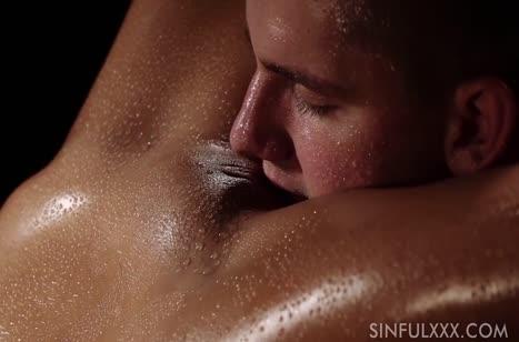 Влажная брюнетка занялась с мужем романтическим сексом #2