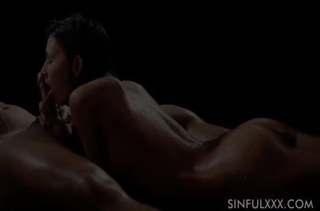 Влажная брюнетка занялась с мужем романтическим сексом #3