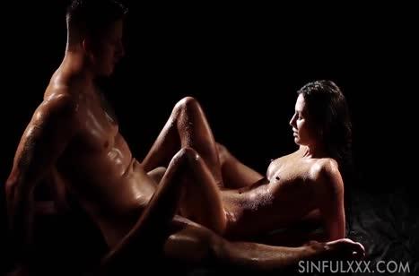 Влажная брюнетка занялась с мужем романтическим сексом #4