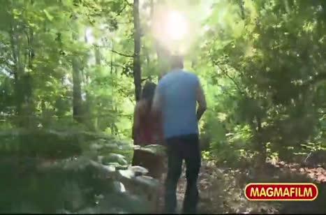 Чел завел девочку в лес и там хорошенько ее чпокнул #2