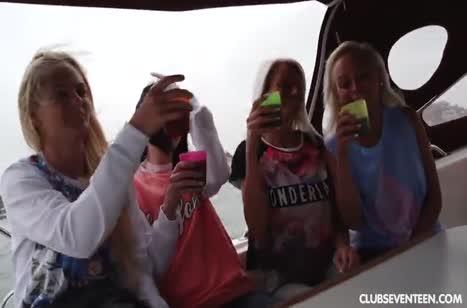 Игривые выпившие подружки решили попробовать лесбо групповуху #3