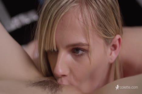 Молодые лесбиянки романтично затрахали друг друга вибратором #4