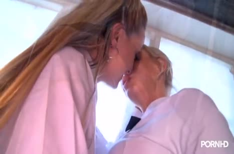 Блондинки лесбиянки устроили групповуху с игрушками