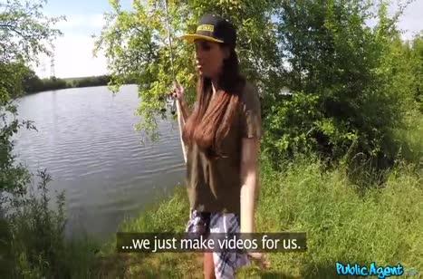 Красотка Anissa Kate классно трахается с бойфрендом в палатке