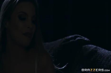 Настойчивая Britney Amber сама стащила одежку с парня