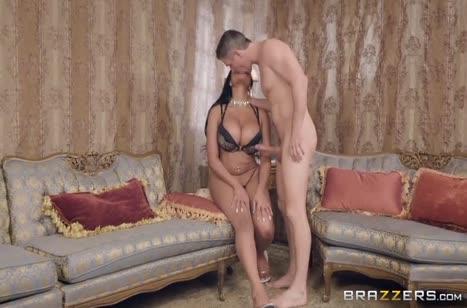 Фигуристые бабенки замутили развратное порно с мужиком #2