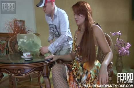 Русское любительское порно с рыженькой мамашей в колготках #1