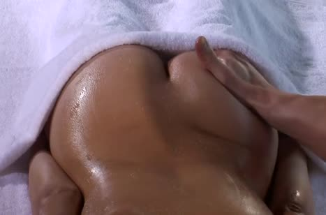 Аппетитная попка Lexi Bloom завела массажиста на порно #3