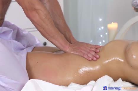 Опытный массажист порадовал грудастую Nathaly Cherie сексом #3