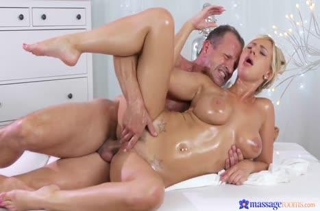 Опытный массажист порадовал грудастую Nathaly Cherie сексом #6