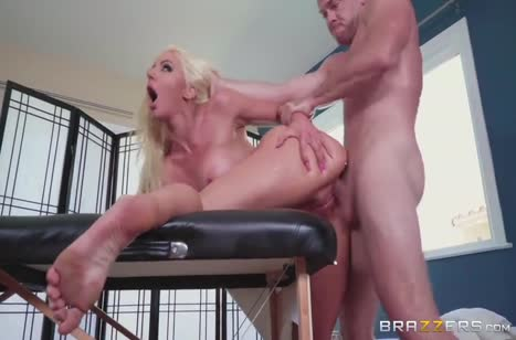 Пациент не устоял перед грудастой массажисткой Nicolette Shea #5