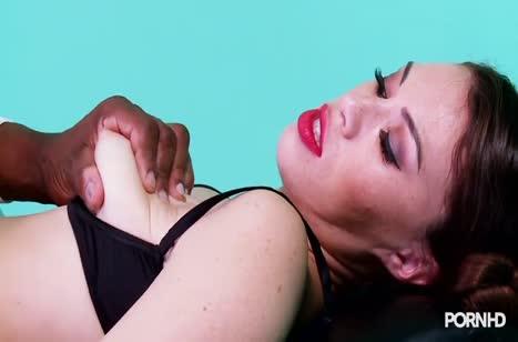 Черный доктор извращается с телкой в кресле гинеколога #5