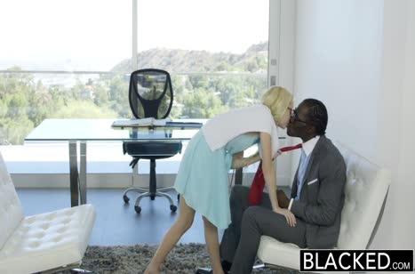 Блондинка Odette Delacroix с удовольствием ублажает негра #2