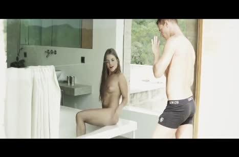 Alessandra Jane играет с писей и ласкается с бойфрендом #2