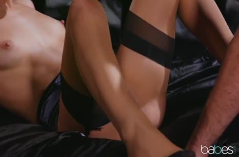Блондинка Abella Danger во всех позах спаривается с чуваком #3