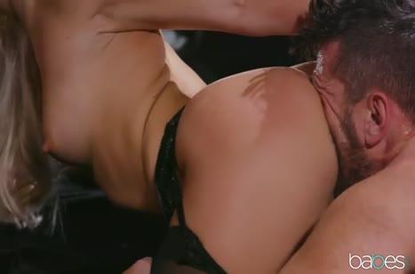 Блондинка Abella Danger во всех позах спаривается с чуваком #5