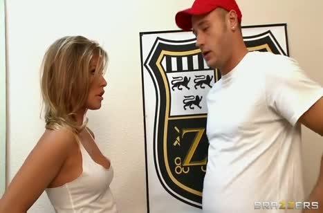 Гламурная молодка Kennedy Leigh красиво катается на пенисе #1
