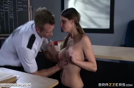 Охранник застукал грудастую Brooklyn Chase и трахнул ее #5