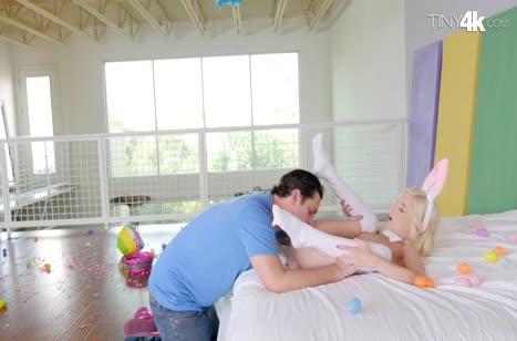 Piper Perri в секс прикиде нарвалась на крепкий кукан соседа