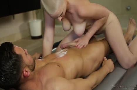 Молодая массажистка решила заняться сексом с пациентом #5