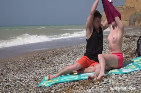Молодая Alex Diaz устроила порно с парнем на пляже