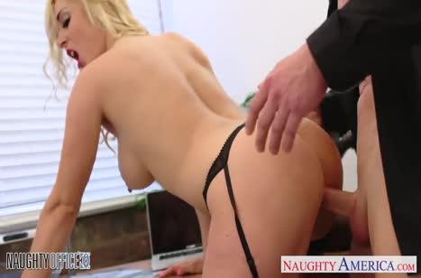 Victoria Summers с большими сиськами замутила порно на работе #4