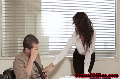 Секси секретарша знает как завести чувака на перепихон #1