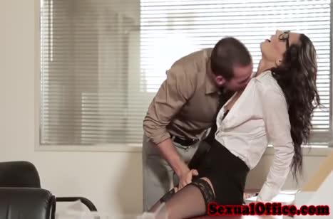 Секси секретарша знает как завести чувака на перепихон #2