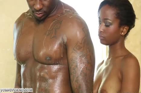 Темнокожая парочка практикует романтичный порно массаж #3