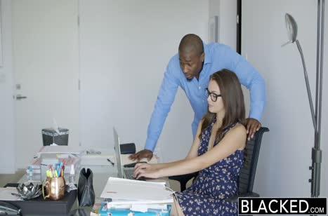Хрупкая Allie Haze не устояла перед напором черного
